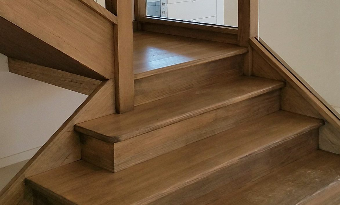 closed staircase design GTA Toronto, Oakville, Ottawa